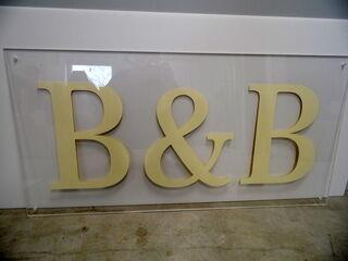 B&B mainoskyltti