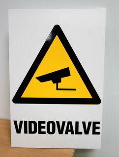 Videovalve varoituskyltti