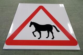 Varoituskyltti hevosista
