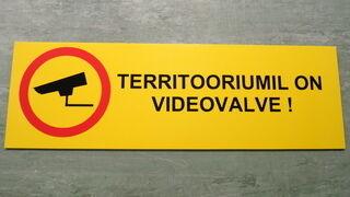 Varoituskyltti videovalvonta
